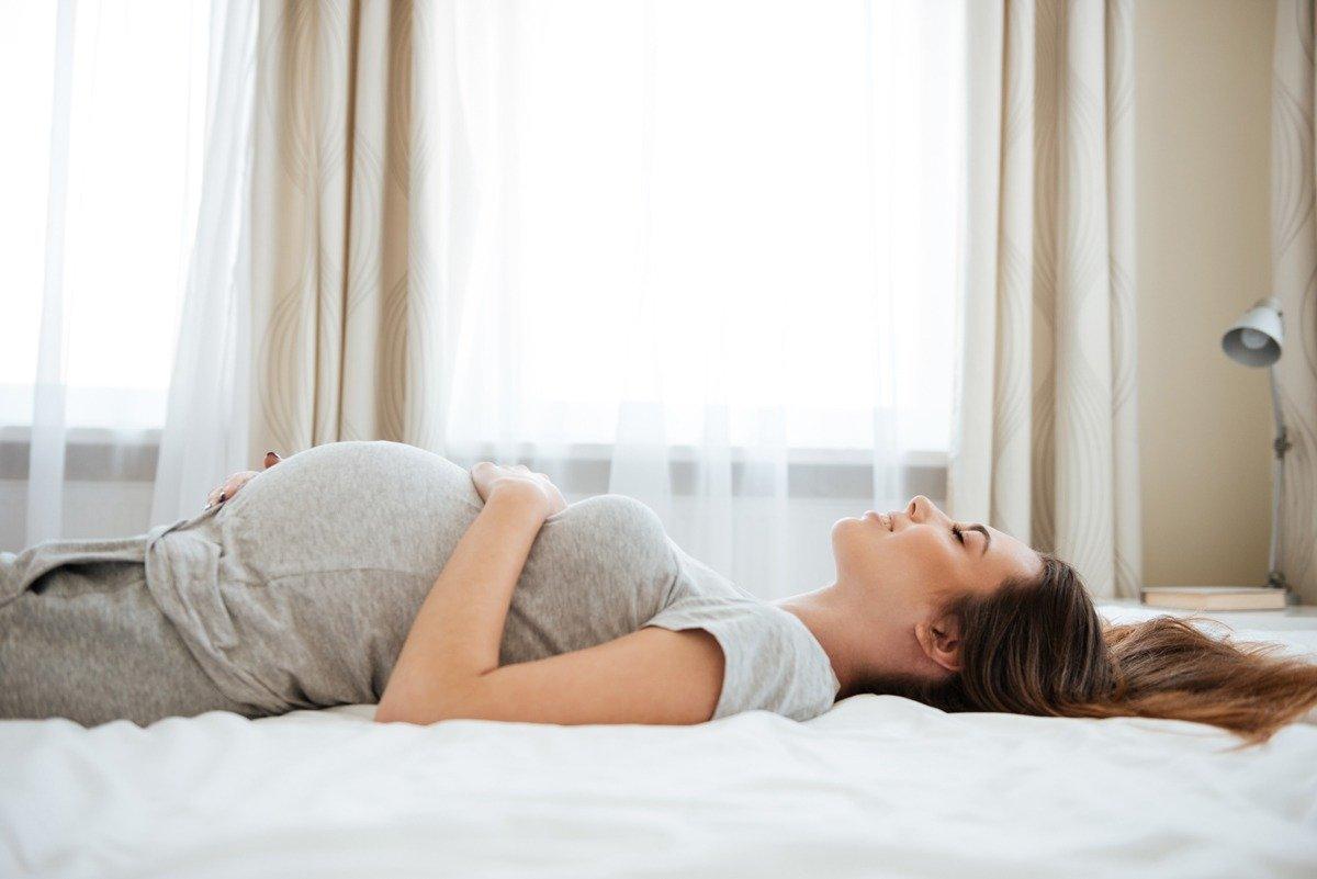 dolor en las piernas mientras duerme cuando está embarazada