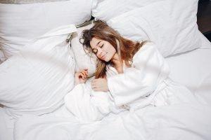 Dormir en postura nostalgica