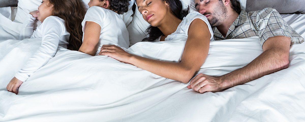 Beneficios de dormir solo o acompañado