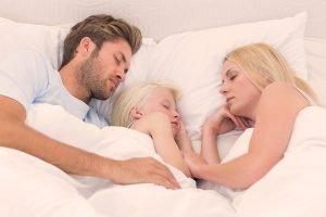 como dormir mejor en familia
