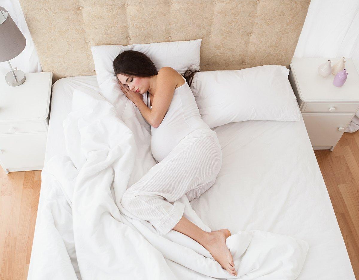 Dormir cuando estas embarazada las mejores posturas